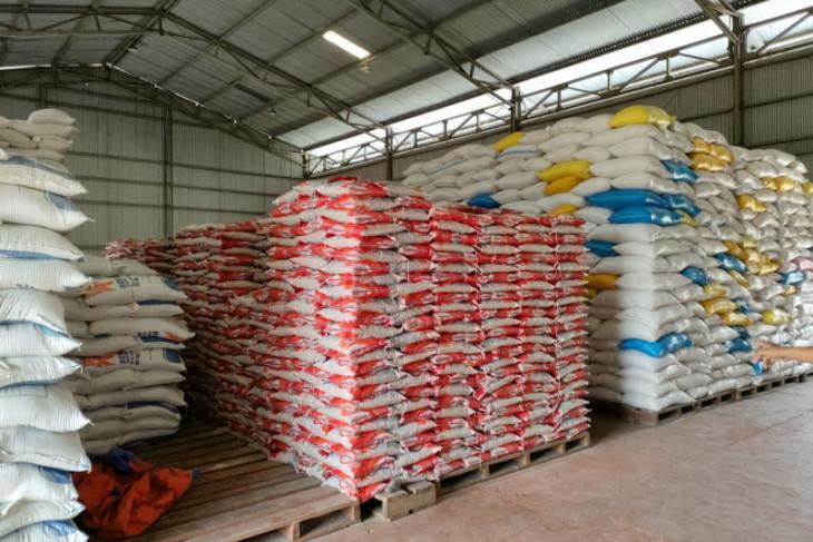 Bulog Putussibau siapkan 131 ton beras bantuan PPKM dari presiden