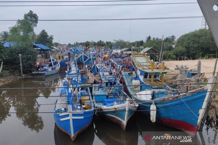 Ratusan kapal nelayan Aceh Timur belum melaut