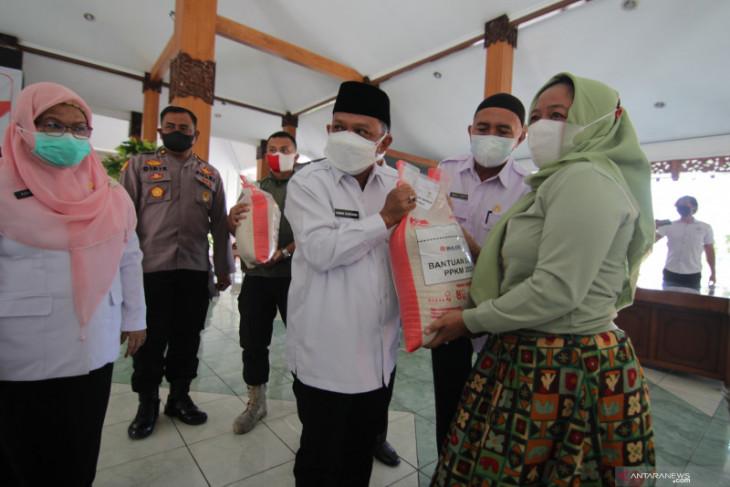 Pemkab Situbondo salurkan bantuan beras untuk KPM PKH dan bansos tunai