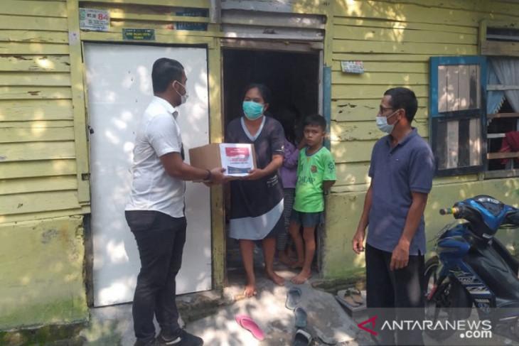 Ditreskrimum Polda Jambi bagikan paket sembako untuk warga terdampak COVID-19