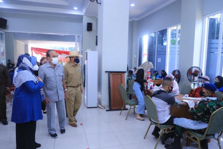Siswono tinjau vaksin di Universitas Pancasila