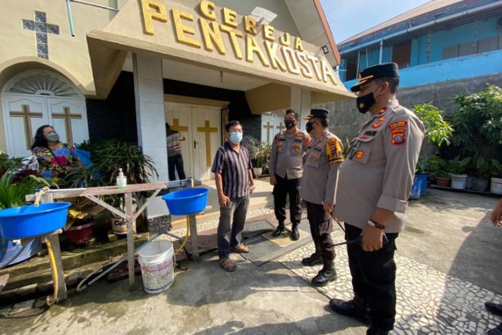 TNI dan Polri perbaiki rumah warga rusak akibat tawuran