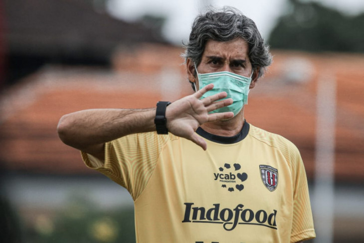 Pelatih  Teco minta anak asuhnya sabar menanti Liga 1
