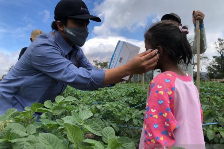 Satgas BUMN serahkan 160 kaleng daging untuk korban erupsi Sinabung