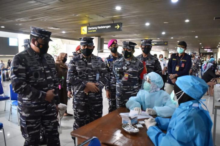 Kasal Yudo Margono tinjau serbuan vaksin di Bandara Juanda