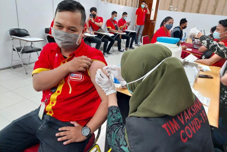 600 karyawan Alfamart ikuti vaksinasi COVID-19