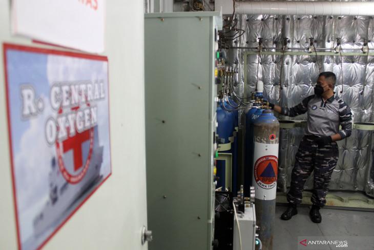 KRI SHS-990 Disiagakan sebagai Depo Isi Ulang Oksigen Gratis