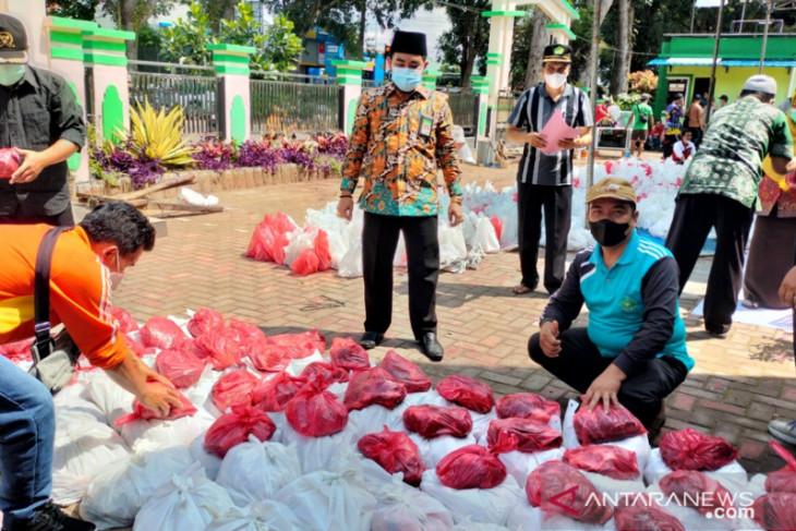 Kemenag Rejang Lebong bagikan daging kurban untuk warga isoman