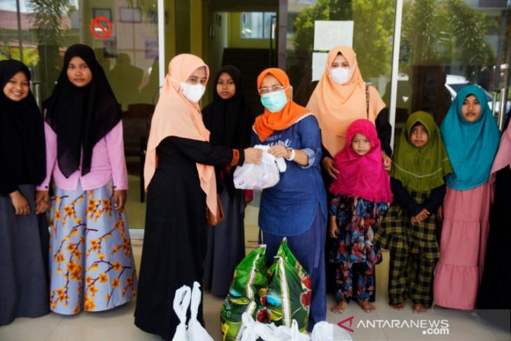 Kemenag Aceh salurkan daging kurban bagi warga terdampak COVID-19