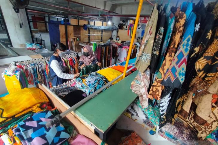 Pedagang produk non esensial di Denpasar mulai buka