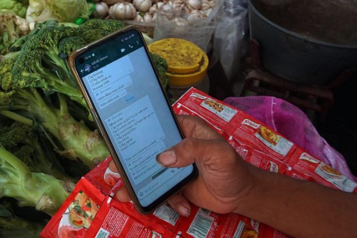 Pedagang pasar tradisional  Kediri manfaatkan layanan daring