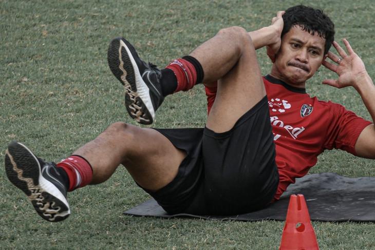 Gelandang Bali United Rizky Pellu ceritakan suka duka hadapi PPKM