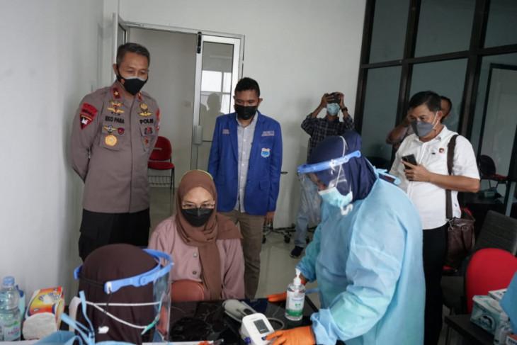Polda Malut -  Fakultas Kedokteran Unkhair vaksinasi COVID-19