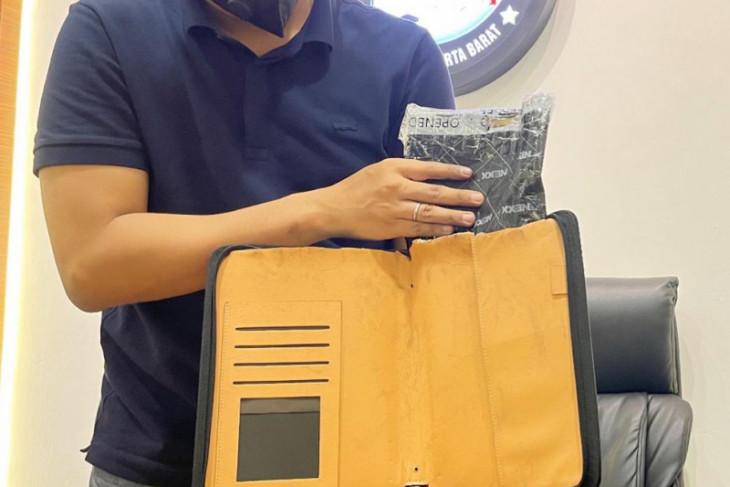 Polrestro Jakarta Barat tangkap tersangka jaringan sabu Afrika Selatan