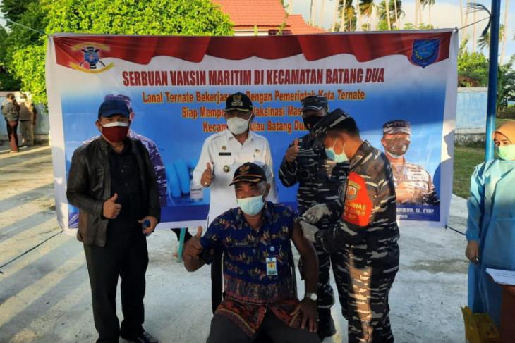 Masyarakat pesisir Ternate ikuti vaksinasi massal bersama Lanal begini penjelasannya