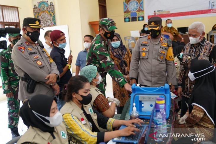 Bupati Asahan dan Kapolres tinjau vaksinasi tahap II di Aek Songsongan