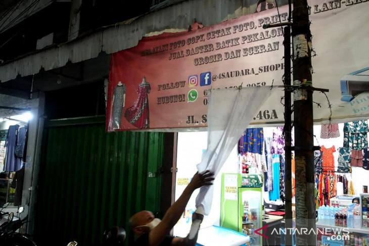Sehari bendera putih berkibar di kawasan pertokoan Ampel Surabaya