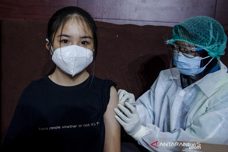 Vaksinasi massal di kampus Itenas Bandung