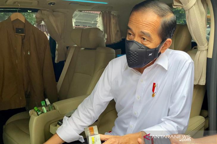 Presiden Jokowi: Warung makan boleh terima pengunjung saat PPKM level 4