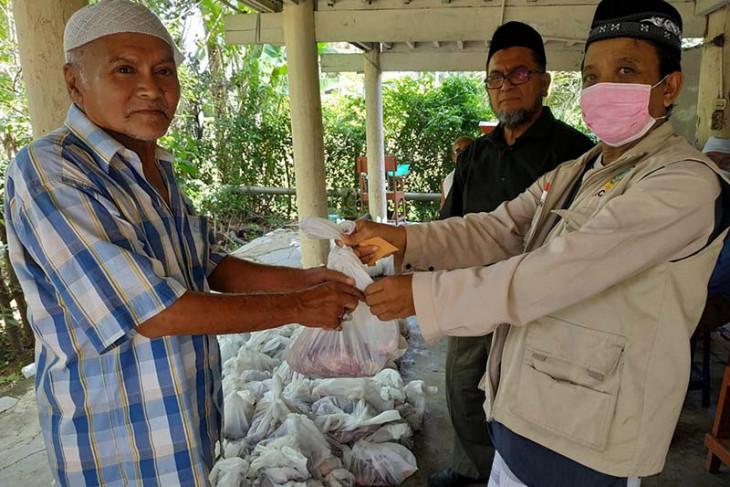Dewan Dakwah Aceh salurkan daging kurban untuk keluarga kurang mampu