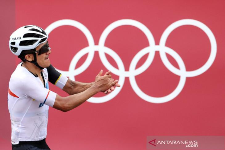 Olimpiade Tokyo, Pebalap sepeda Ekuador Carapaz rebut emas road race