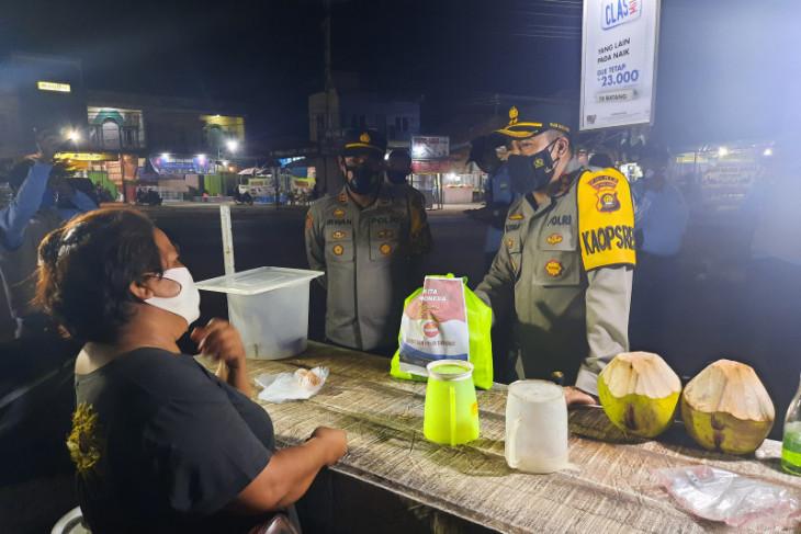 Kapolres Muarojambi bagikan sembako langsung ke rumah warga miskin