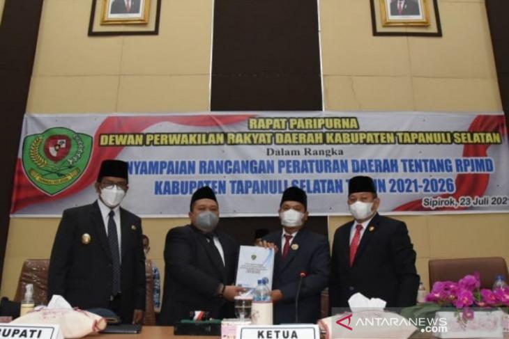 Bupati Tapsel sampaikan Ranperda RPJMD 2021 - 2026 ke Legislatif