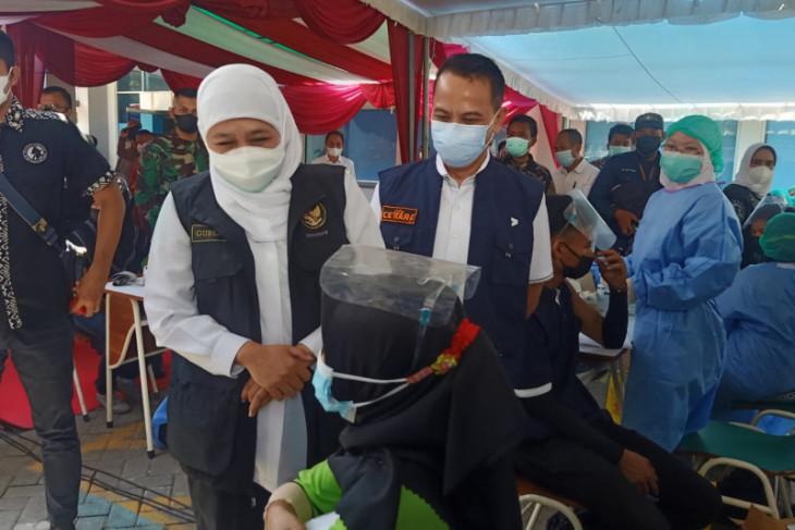 Gubernur Khofifah pastikan pasokan vaksin aman