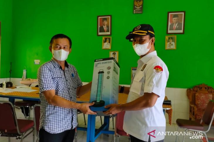 Paman Yani bantu lampu uv disinfektan ke sekolah di kalsel