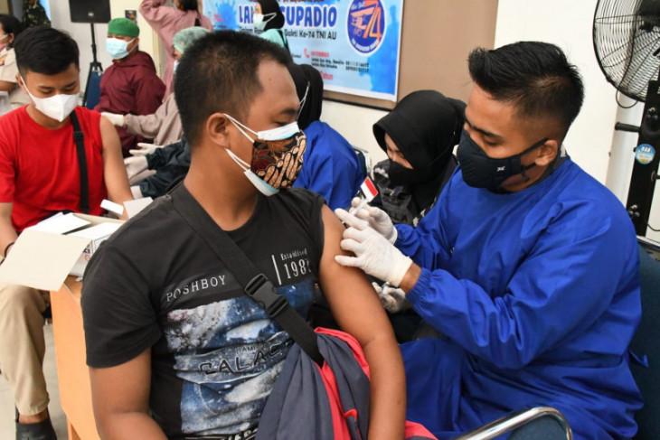 Lantamal XII Pontianak terjunkan dua tim vaksinator ikut serbuan vaksin massal