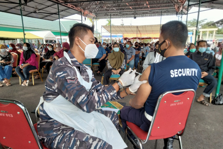 Indonesians urged to help maintain positive trend in COVID-19 handling