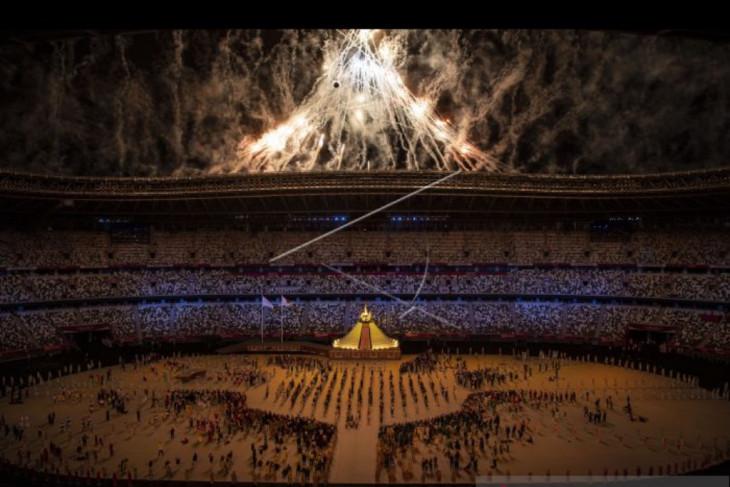 Kembang api hiasi pembukaan Olimpiade Tokyo