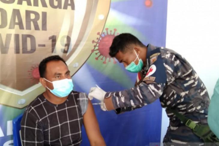 TNI AL kerahkan Nakes bantu vaksinasi di RSUD Saumlaki Maluku perangi corona