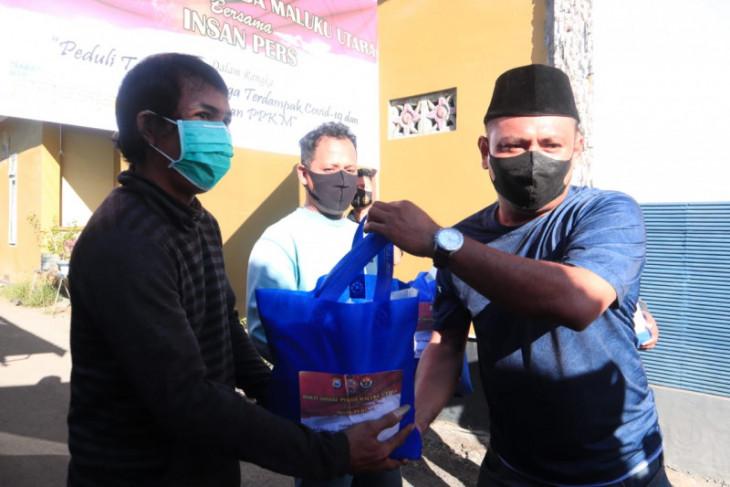 Polda Malut salurkan Bansos ke warga terdampak pandemi COVID-19 begini penjelasannya