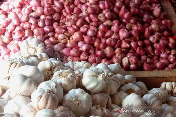 Pasokan kurang harga bawang di Ambon melonjak