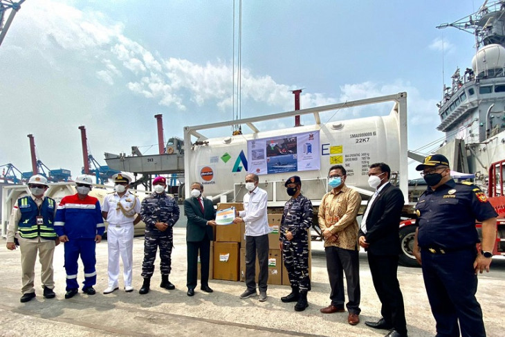 Indonesia terima 300 konsentrator, 100 MT oksigen cair medis dari India