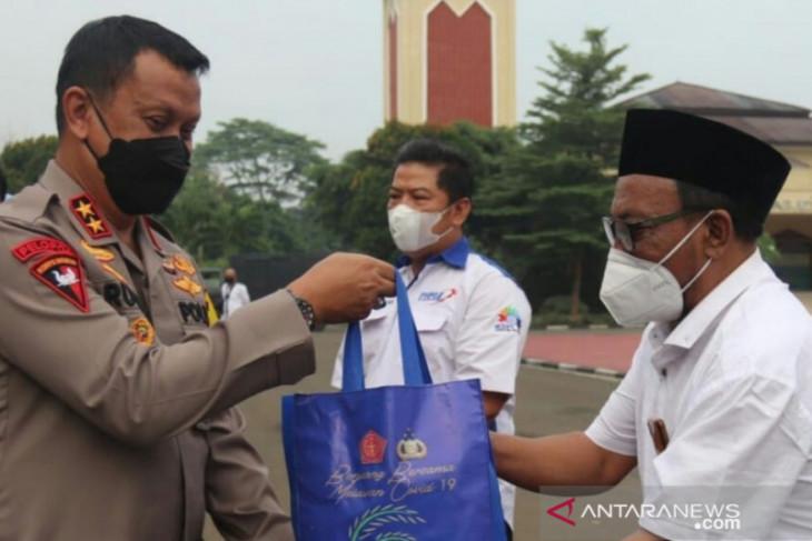 Setelah program vaksinasi, Polda Banten salurkan 1.200 paket sembako untuk kalangan pekerja