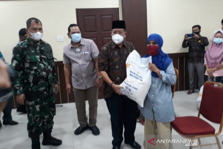 PT Pos bersama Pemkot Padangsidimpuan salurkan bantuan PPKM