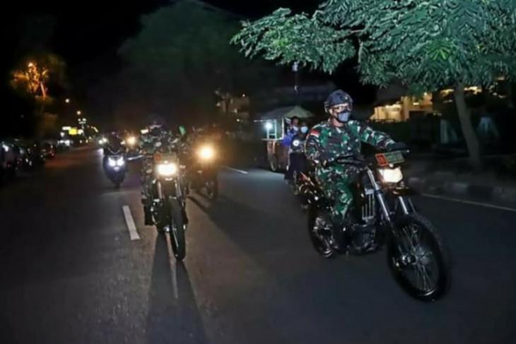 Pangdam XII/Tpr dengan sepeda motor patroli dan tinjau Posko PPKM di Pontianak