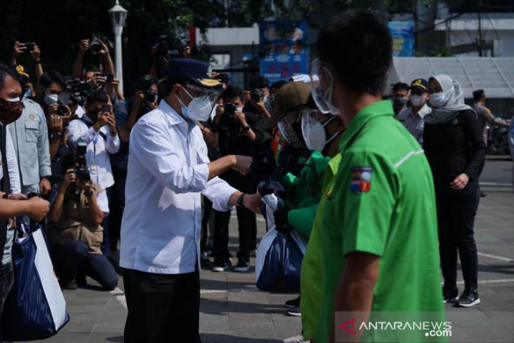 Dua Menteri berikan paket bansos paket sembako di Kota Bogor
