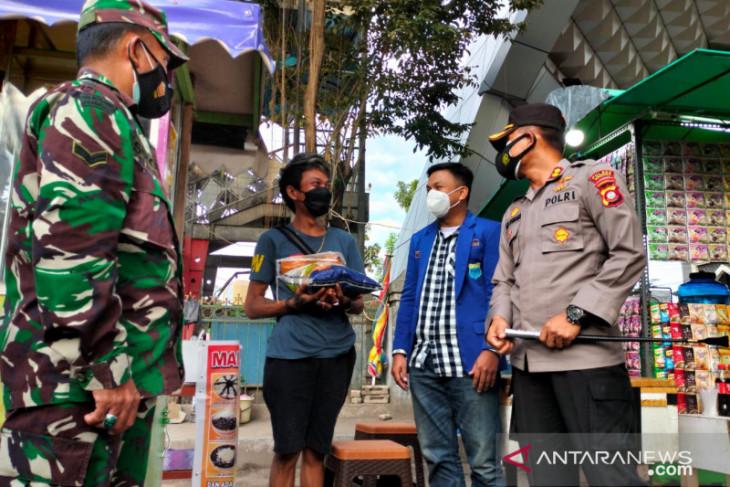 Tim gabungan bagikan bansos di Kabupaten Gorontalo