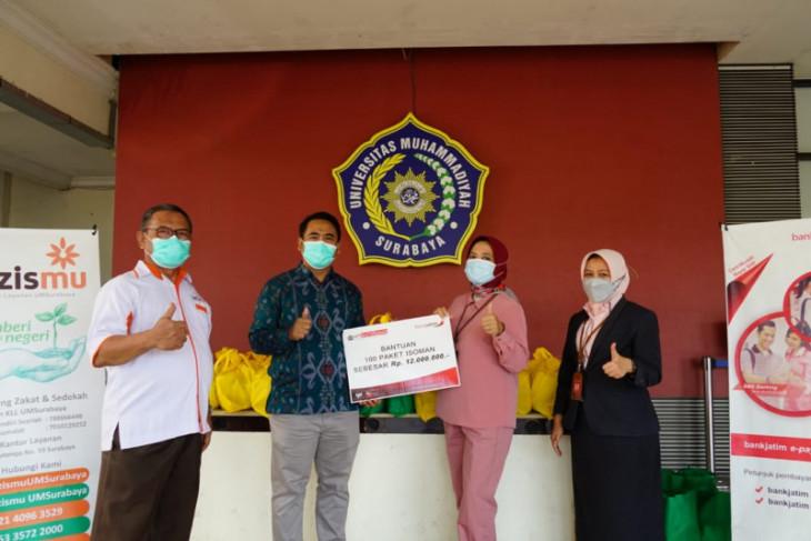 Gandeng Bank Jatim, UMSurabaya bagikan  oximeter dan selang oksigen gratis pada warga isoman