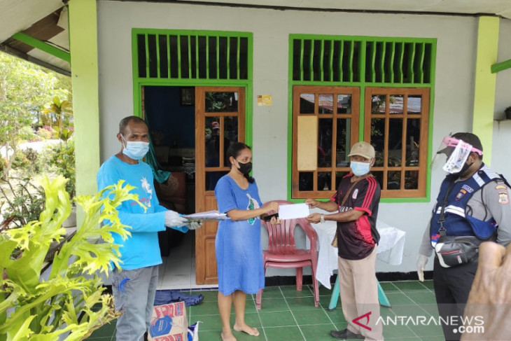 135 pasien COVID-19 Teluk Wondama dapat bantuan bahan makanan