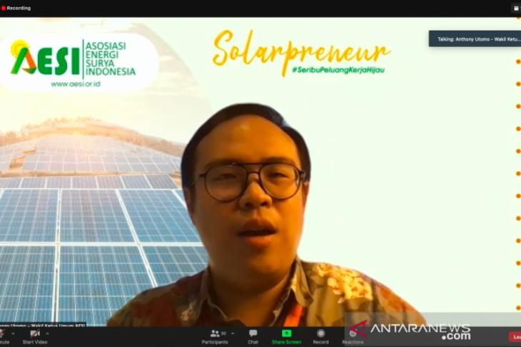 AESI: Cicilan solar sel lebih murah ketimbang harga rokok