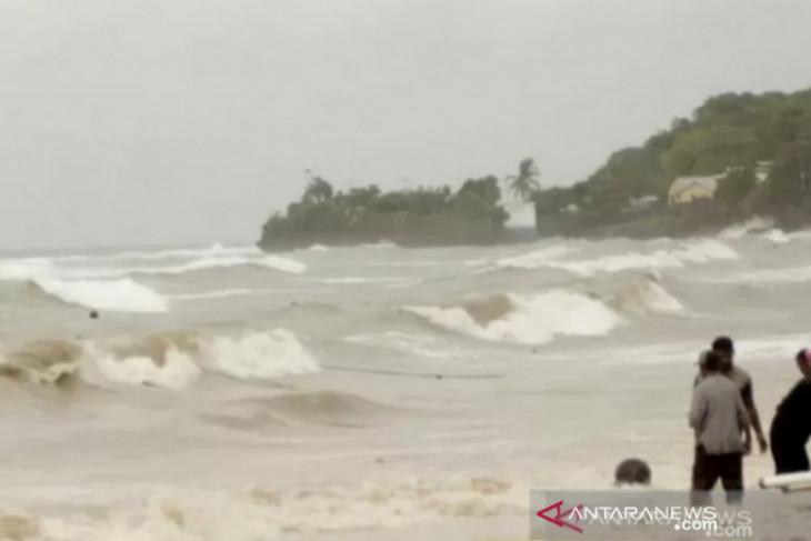 BMKG: waspada potensi hujan, kebakaran hingga gelombang tinggi