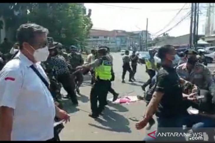 30 mahasiswa ditangkap terkait demo PPKM , sebagian Reaktif Covid.
