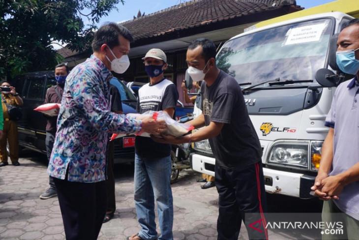 Klungkung langsung salurkan bantuan 5 Ton Beras dari Pemprov Bali