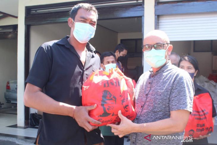 Wakil Bupati Bangli bagikan sembako untuk nelayan Danau Batur