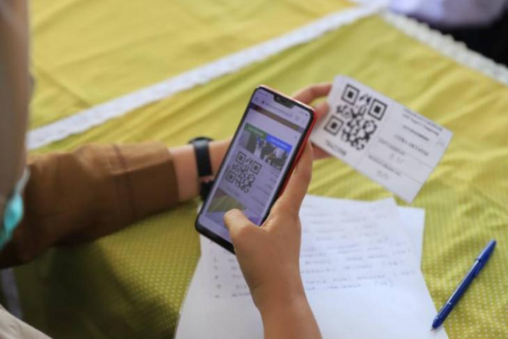 Daftar vaksin menggunakan sistem barcode bantu Nakes Kota Tangerang