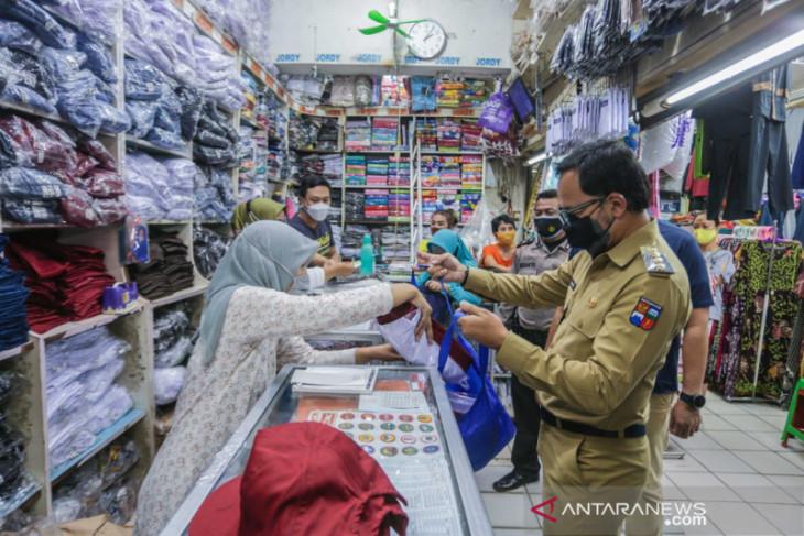 Perpanjangan PPKM Level 4, Bima Arya tinjau pedagang pasar rakyat Kota Bogor